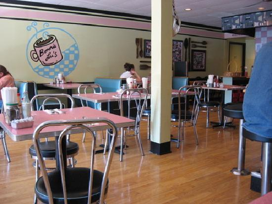 39 50 39 s diner decor family owned picture of bonnie lu 39 s for Diner home decor