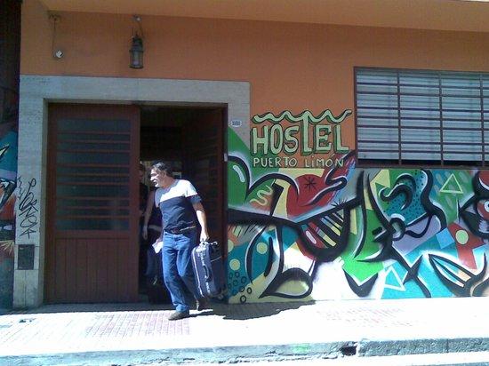 Puerto Limon Hostel : frente del hostel