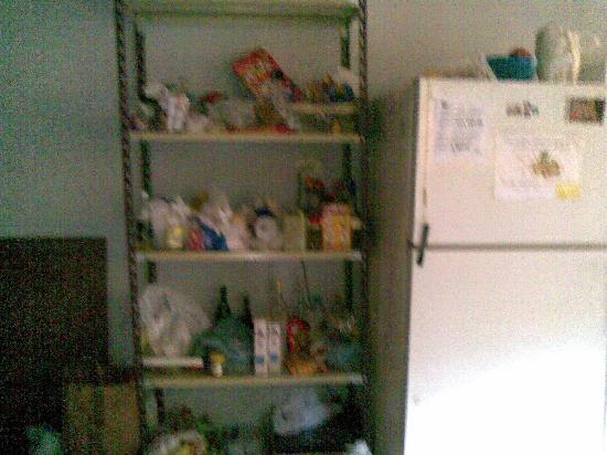 Puerto Limon Hostel: armario cocina