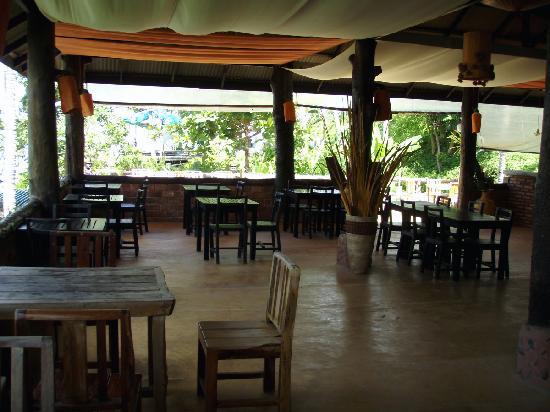 Thanya Beach Resort: Restaurant