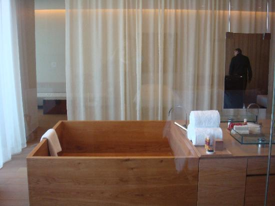 The Opposite House : Studio 115: wooden bathtub