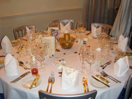 Table decoration picture of barnsdale lodge hotel and - Decoration table restaurant gastronomique ...