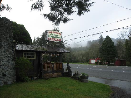 Camp Marigold Garden Cottages & RV Park : Street Sign