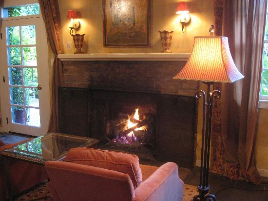 Kenwood Inn and Spa, A Four Sisters Inn: Gas fireplace (inroom)