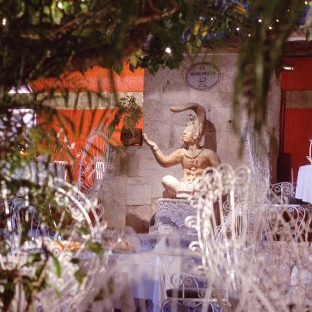 La Habichuela Centro: Pakal Figure in the Central Garden