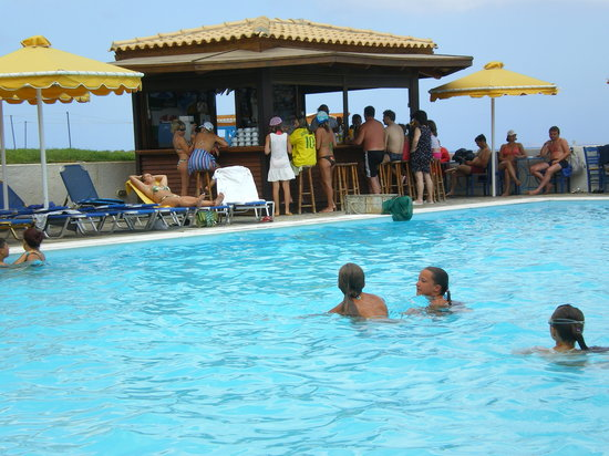 Kokkini Hani, Grekland: one of the pools and georges bar