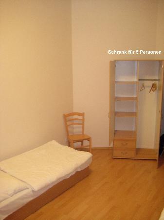 Alea Apartments House: Der Schrank für 5 Personen