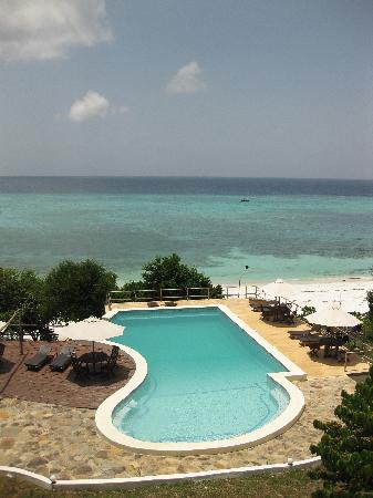 The Manta Resort: The pool from the dining room terrace
