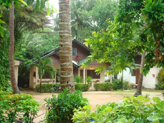 Sukasem Bungalows: outside