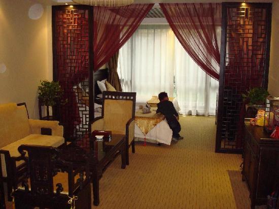 New-Westlake Hotel : our spacious bedroom