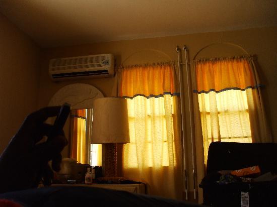 Sea View Beach Hotel: Hotel Room