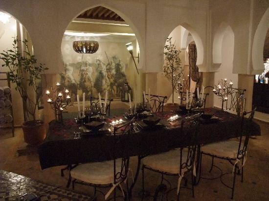 Riad d'Airain Marrakech: Le diner dans le patio