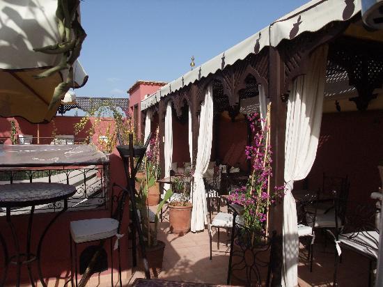 Riad d'Airain Marrakech: Une partie de la terrasse