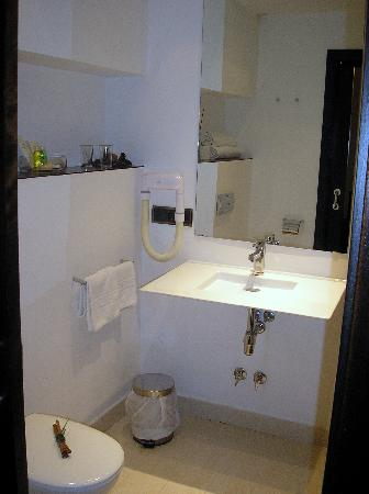 Zafra, İspanya: Baño habitación 229 Huerta Honda