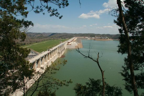 Lake Cumberland State Resort : Wolf Creek Dam 3 mi from park entrance