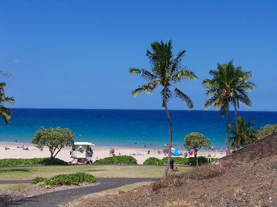 Hapuna Beach: Blue water, warm sand, cold water