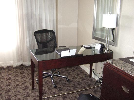 Hyatt Regency Lexington: Desk