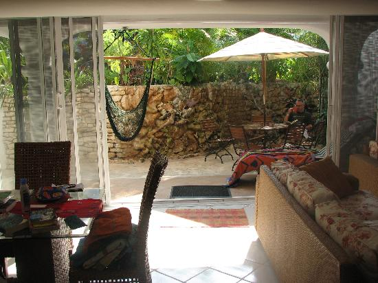 Natz Ti Ha Condominios : Living/dining room looking out onto patio