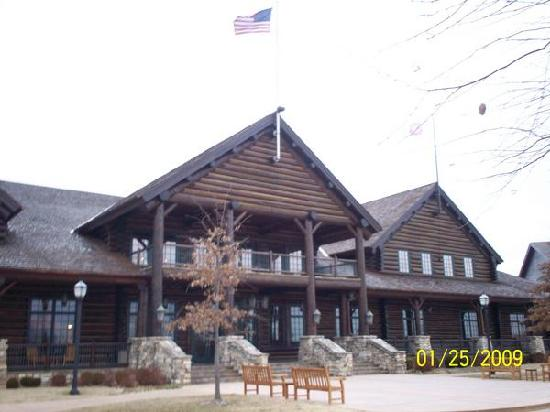 The Keeter Center at College of the Ozarks - Lodging: main entrance