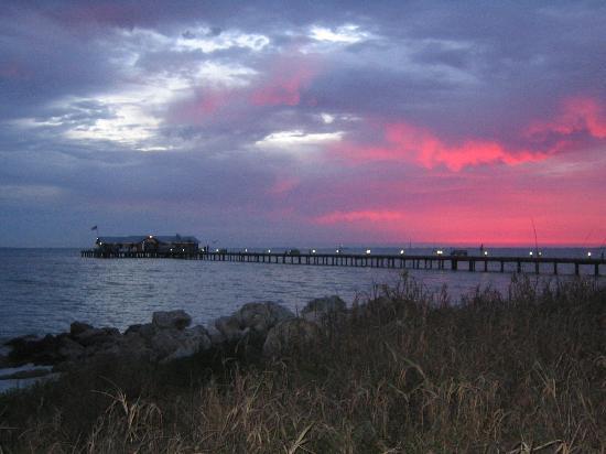 Anna Maria Island, FL: Sunrise at Anna Maria pier