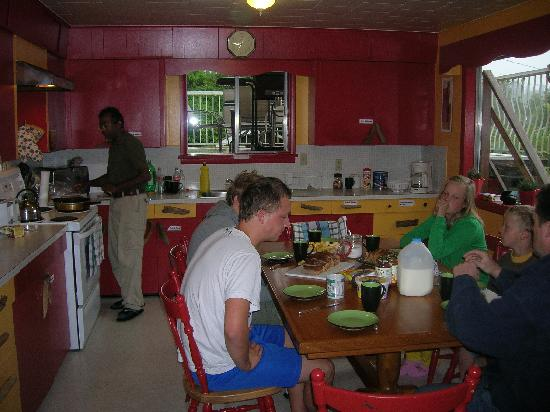 Tofino Trek Inn: breakfast