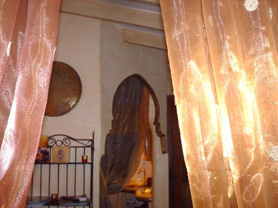 Un Ange Passe : room inside. Note: not all rooms are the same. Be careful to ask pictures of the room you are ge
