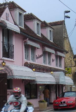 Auberge Les Tilleuls: Les Tilleuls - Very pink...