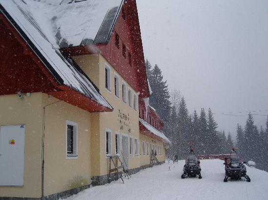 Hotel Alpina: hotel from outside