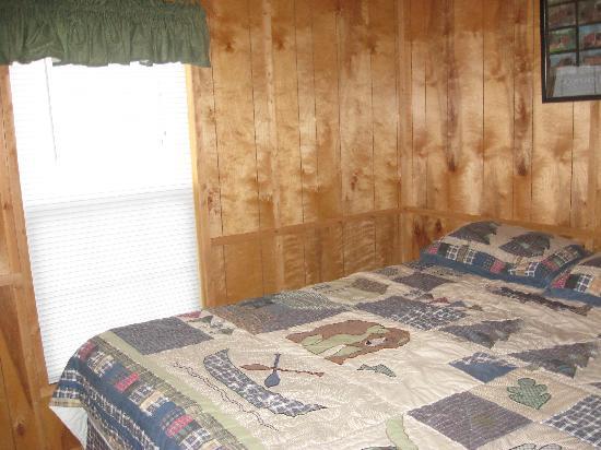 Mill Bridge Village & Campresort: Bedroom