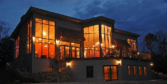 Sebree, KY: 10,000 Sq. foot Luxury Lodge