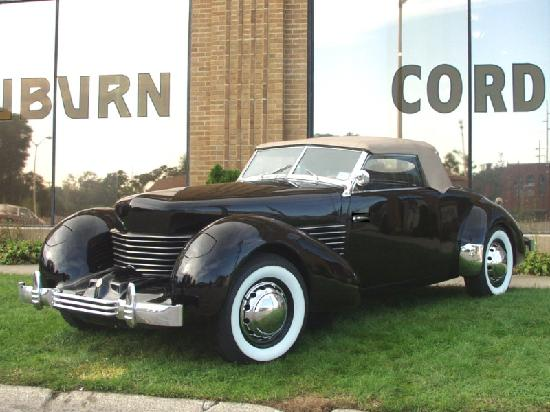 Auburn, IN: 1936 Cord 810 Cabriolet