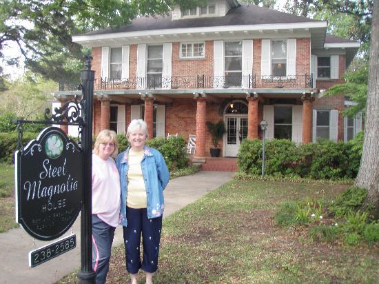 Steel Magnolia House Bed & Breakfast: Sisters