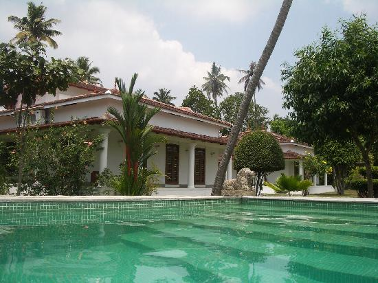 Casa del Fauno Boutique Backwater Homestay : View of villa from the pool