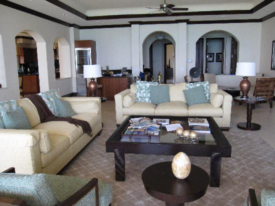Grace Bay Club: living room