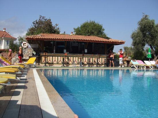 Ova Resort Hotel: ova resort pool bar