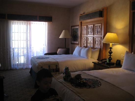 Hilton Santa Fe Buffalo Thunder: Basic 2 queen room