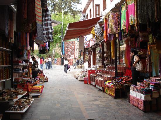 Karyatit Otel: Bazzar in Keleci