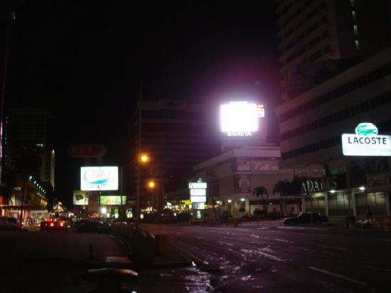 Hotel el Parador: 5 minute walk to mini times square