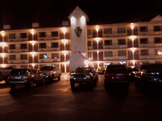 Landmark Inn: The front of the hotel