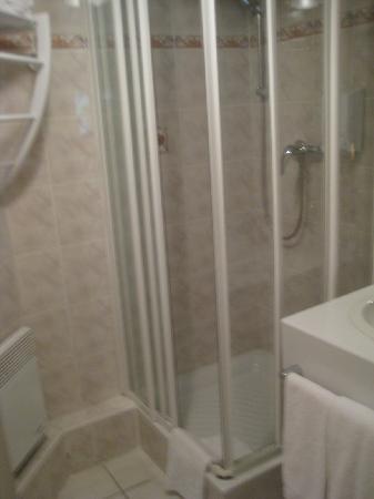 Hotel Du Parc: bathroom of standard room