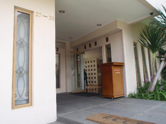 The Cherry Homes Hotel and Residence: Entrance