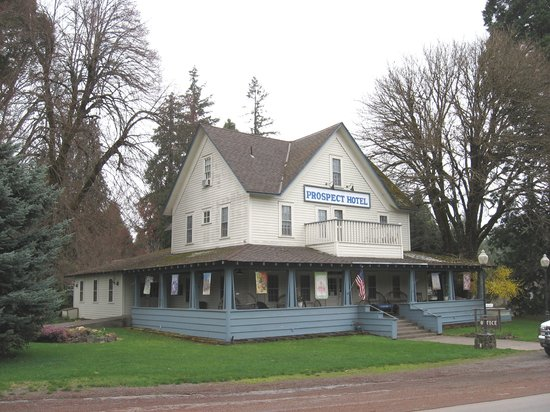 Prospect Historic Hotel-Motel and DinnerHouse: Front of the hotel