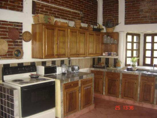 Las Tres Marias Bed and Breakfast : kitchen