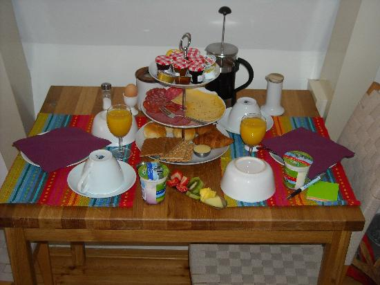 CityCenter Bed and Breakfast Amsterdam: That is how the breakfast look like...