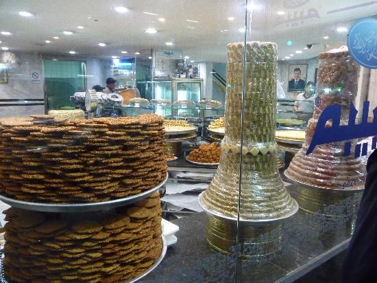 Firas Palace Hotel: Devanture d'une des 3 pâtisseries