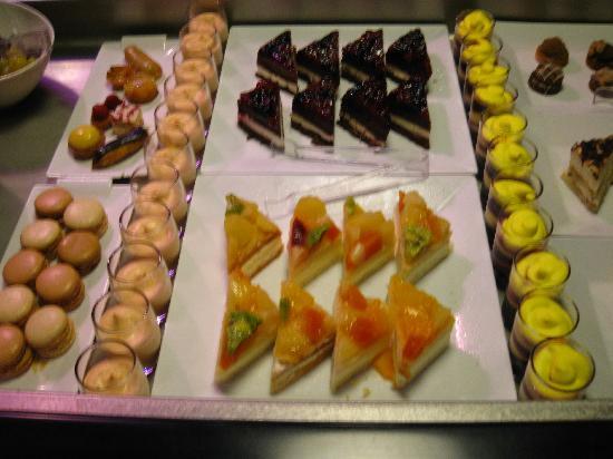 Hotel Campanile Northampton: desserts buffet