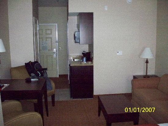 Holiday Inn Express & Suites Ontario: room 2