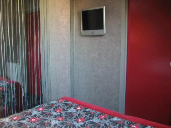 Tele picture of best western jardin de cluny paris for Best western jardin de cluny paris france