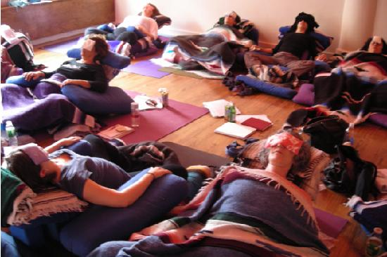 OM yoga center : restorative yoga