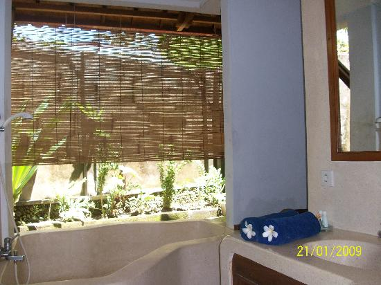 Puri Mesari Hotel & Suites: Bathroom